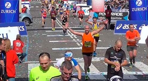 Antoni Baltar feliz entrando en meta Marató BCN 2017